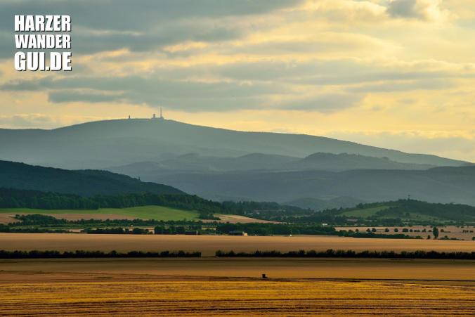 Brockenblick Derenburg aka Heinrichsblick mit Blick auf den Brocken im Sonnenuntergang