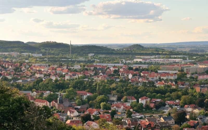 Blick vom Großvaterfelsen auf Blankenburg und Altenburg